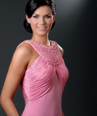 La Côte de granit rose a une ambassadrice de charme en la personne de la  belle Mélanie Craignou. ... 7149623b2d3