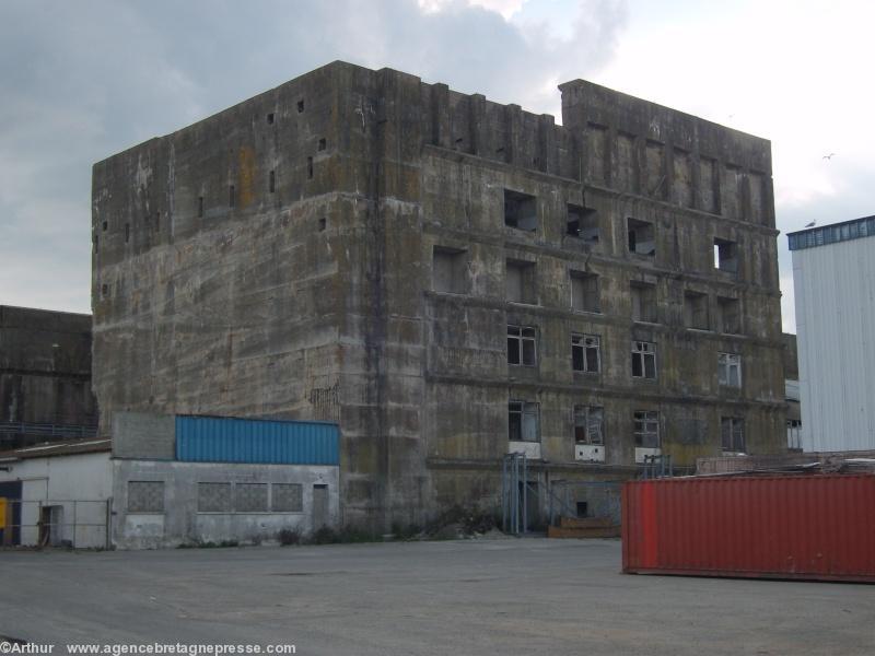 Lorient keroman halte la casse de l ex base sous marine for Horaire de la piscine de lorient
