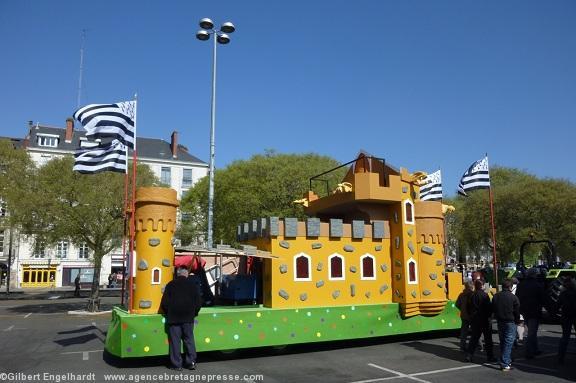 le gwenn ha du ouvre fi rement le carnaval de nantes 2012. Black Bedroom Furniture Sets. Home Design Ideas
