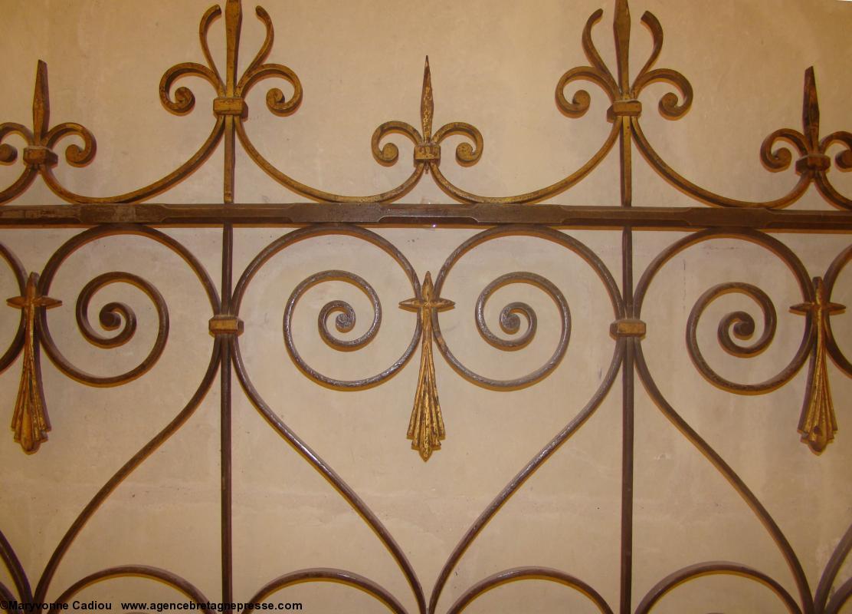 ferronnerie du xixe aux hermines dans un coeur chapelle notre dame de lorette de la chapelle de. Black Bedroom Furniture Sets. Home Design Ideas