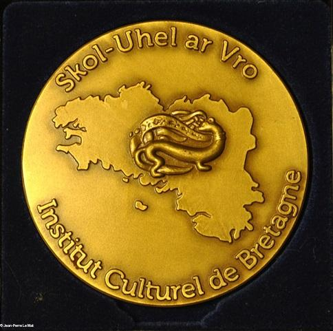 La Médaille de l'Institut culturel, avers, copiée du site des Bonnets rouges.