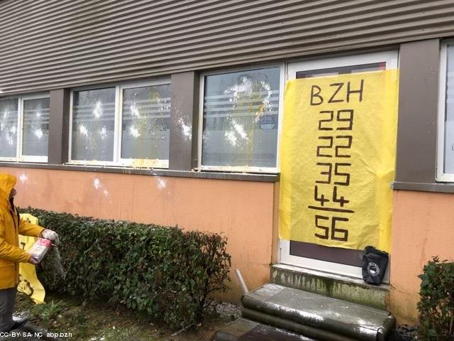 boutique officielle haut fonctionnaire complet dans les spécifications Des Bonnets rouges s'en prennent à l'agence immobilière de ...