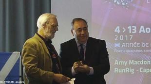 Alex Salmond reçoit la médaille de l'Institut Culturel de Bretagne 42 42826_2.jpg