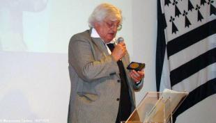 Hervé Le Borgne reçoit la médaille de l'Institut culturel en 2014