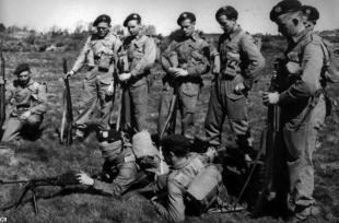 Le commando à l'entrainement au Au camp d'Achnacarry en Écosse (archives historiques)