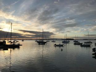 Depuis la rentrée, les équipes du PNR du Golfe du Morbihan se sont doté d'un bateau à moteur électrique nommé Hippowatt.
