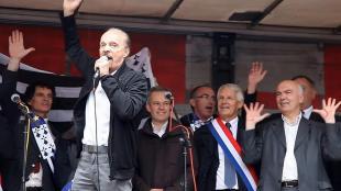 Les élus et les artistes à la grande manifestation pro-réunification à Nantes en 2014 ( photo Olivier Brestin]