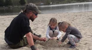 Jonathan Le Bris avec ses enfants (photo archives ABP)